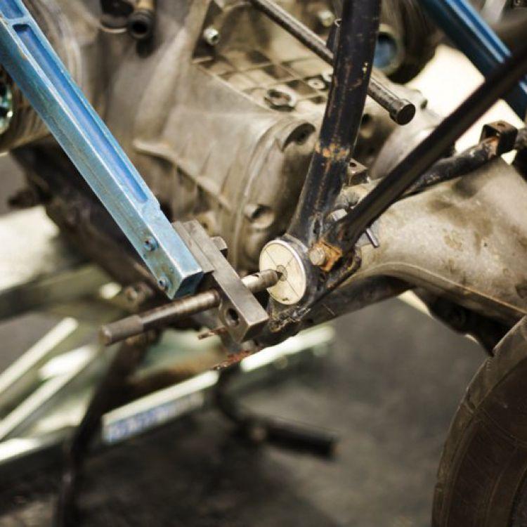 papoutsas-frames-episkeui-plaisia-motosikleton_0055