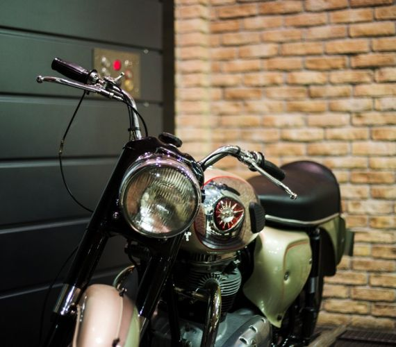 papoutsas-frames-episkeui-plaisia-motosikleton_0072